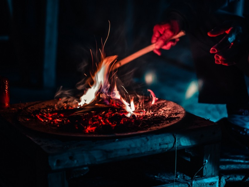 free PNG bonfire, fire, sparks, ash, dark background PNG images transparent