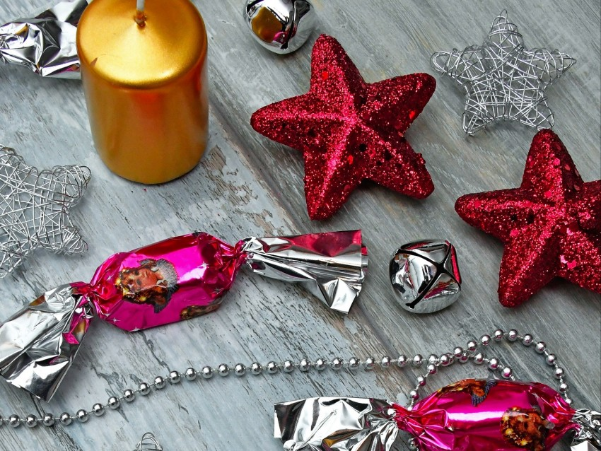 free PNG candies, beads, candles, christmas, new year, decorations, glitter background PNG images transparent