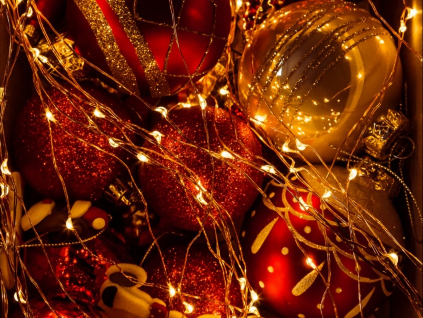 free PNG christmas decorations, garland, new year, christmas, decoration, glitter, golden background PNG images transparent