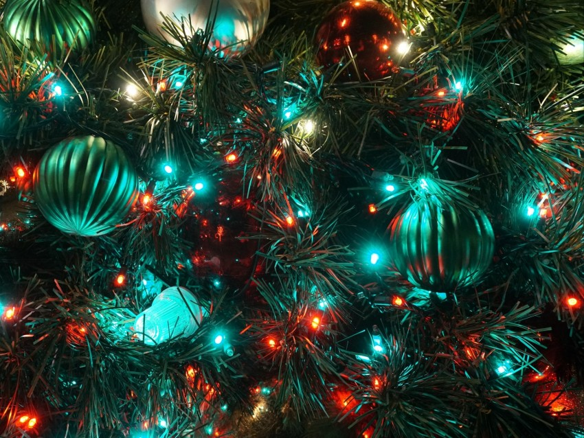 free PNG christmas toys, garland, light, christmas tree, new year, christmas background PNG images transparent
