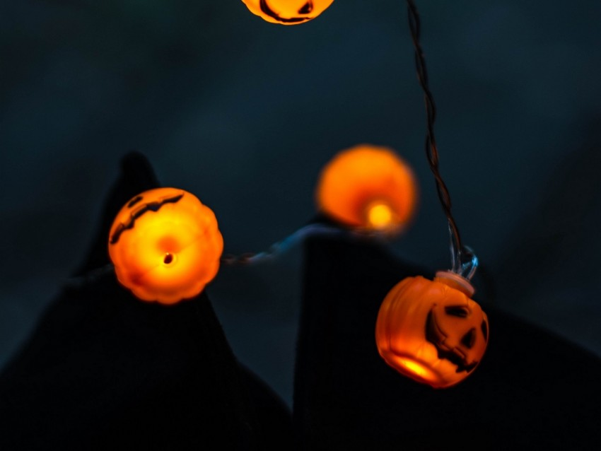 free PNG garland, pumpkin, halloween, lighting, light bulbs background PNG images transparent