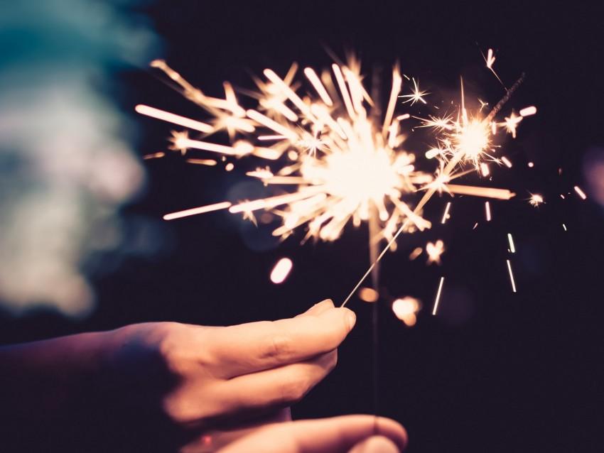 free PNG sparklers, sparks, hands, burn, bright background PNG images transparent