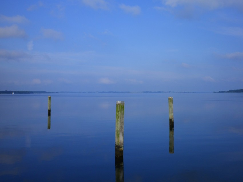 free PNG water, pillars, horizon, sky, reflection background PNG images transparent